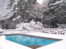 Snow_swimming_pool_640x480_