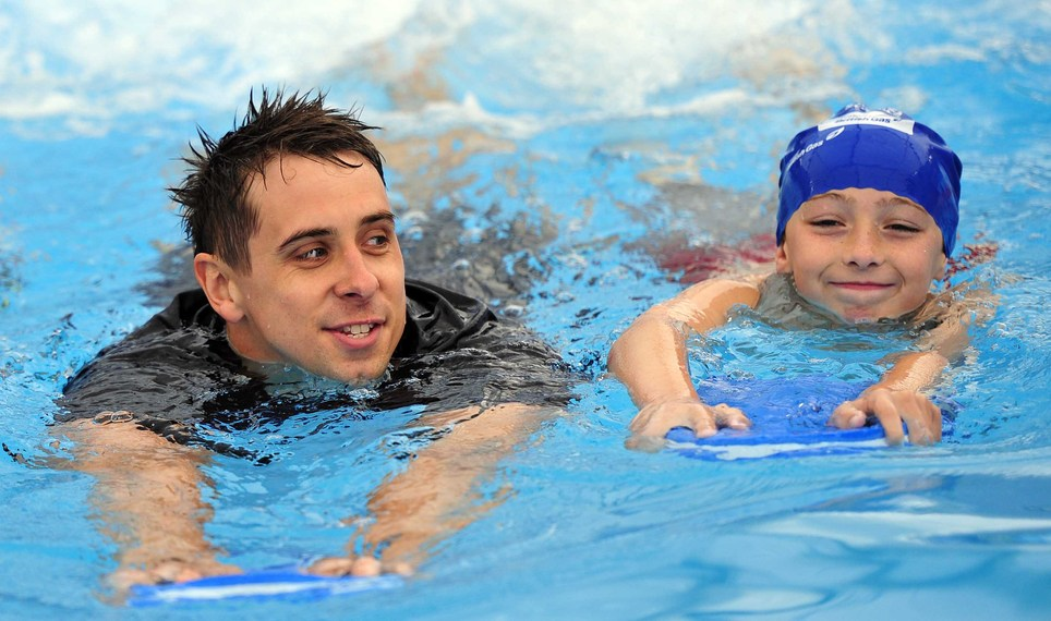 Adam_whitehead_launches_pools_4_schools_at_coundn_court_june_2011_2